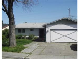 Wonderful opportunities for a 3 bedrooms, 2 bathrooms home in a quiet neighborhood.